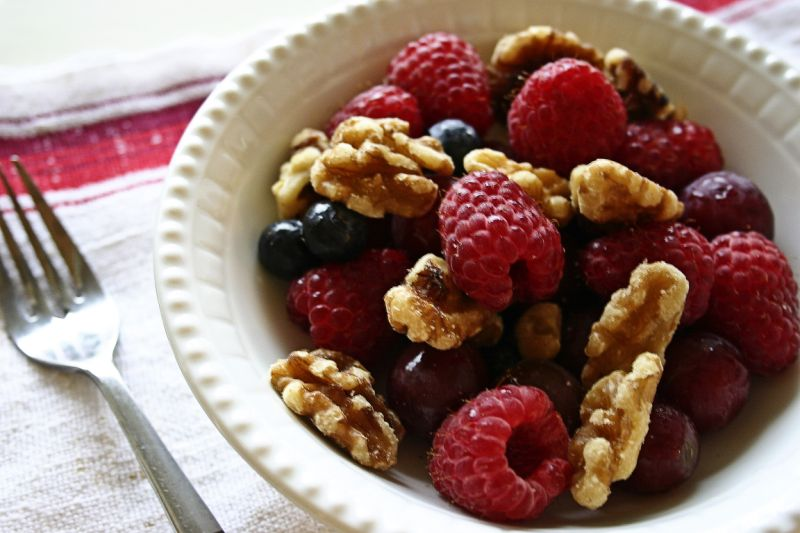 Eat berries and walnuts in dinner for quick weight loss